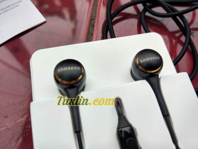 Desain Samsung IG935 In-Ear Headphone